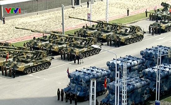 Triều Tiên diễu binh quy mô lớn