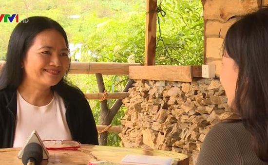 Người phụ nữ khiếm thính với khả năng đặc biệt nghe bằng cách đọc môi