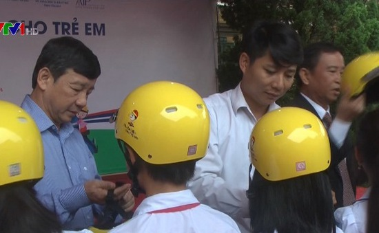 Phát động đội mũ bảo hiểm cho trẻ em tại Yên Bái