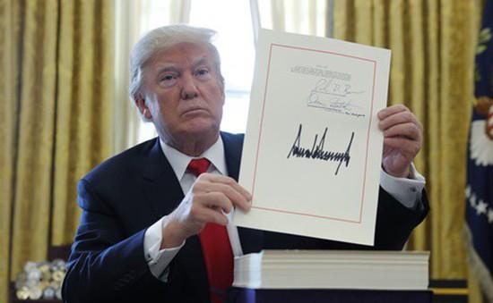 Tổng thống Mỹ ký ban hành dự luật cải cách thuế
