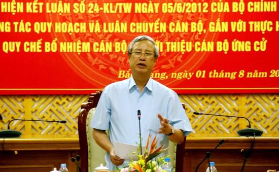 Kiểm tra công tác cán bộ tại Bắc Giang