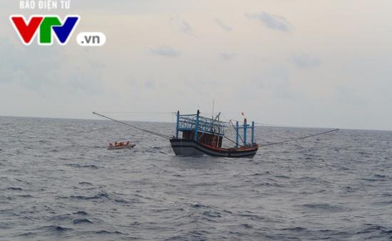 Các tỉnh miền Trung cấm biển và khẩn trương kêu gọi tàu thuyền