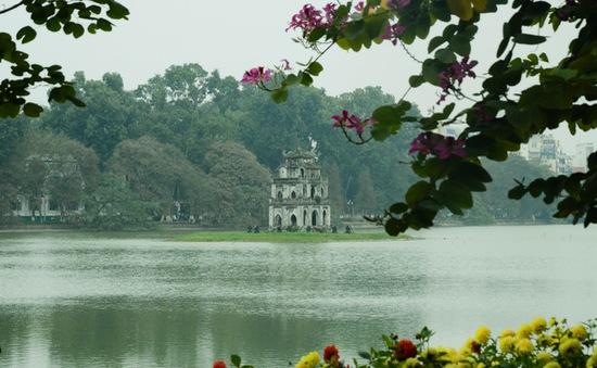 """Hồ Gươm - """"Viên ngọc xanh"""" giữa lòng Hà Nội"""
