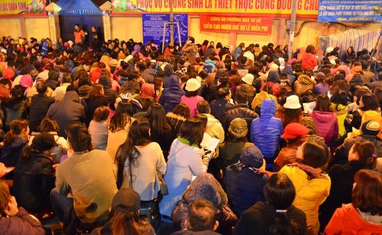 Cận cảnh hàng nghìn người dự lễ cầu an ở chùa Phúc Khánh