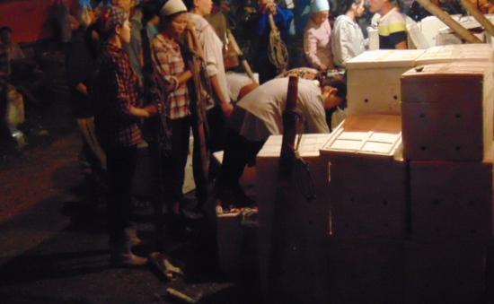 Lao động chợ Long Biên nhọc nhằn mưu sinh những ngày cận Tết