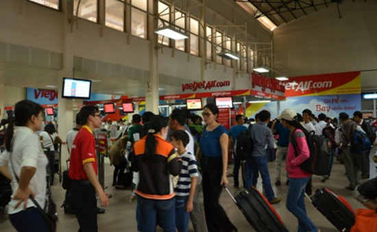 Hàng nghìn du khách TP.HCM xuất hành đầu năm