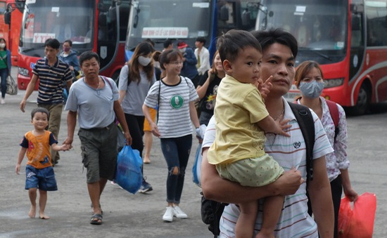 Hết kỳ nghỉ lễ 2/9, người dân ùn ùn trở lại Thủ đô
