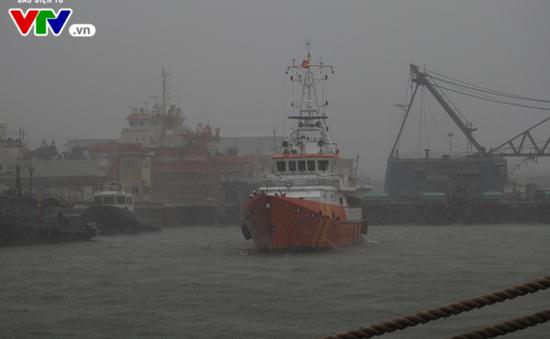 Khẩn cấp vượt bão số 10 cứu 11 thuyền viên tàu ĐNA90875TS