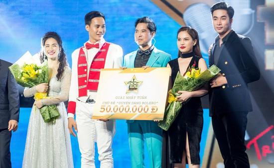 Hòa Minzy và Giang Hồng Ngọc tình tứ bên trai đẹp, cùng vươn lên dẫn đầu