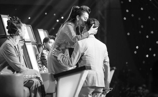 Giọng hát Việt 2017: Hotboy Ali Hoàng Dương khiến khán giả rớt nước mắt khi hát về trẻ em