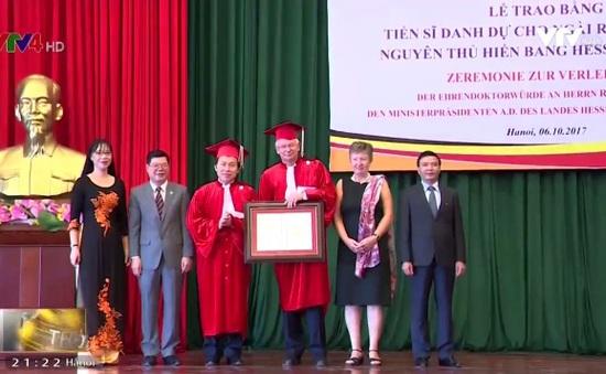 Nguyên Thủ hiến CHLB Đức nhận bằng Tiến sỹ danh dự