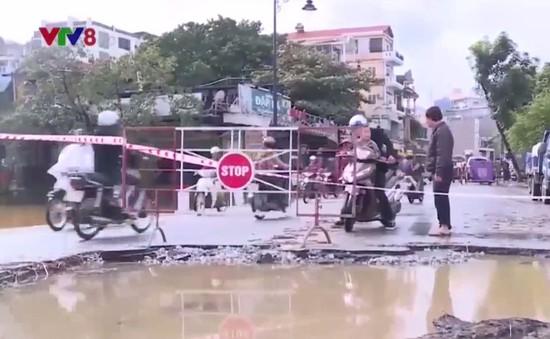 Thừa Thiên Huế: Công trình mới xây dựng đã xuống cấp nặng sau lũ