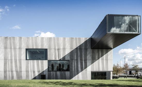 """Tòa nhà """"thò thụt"""" độc nhất vô nhị ở Bỉ"""