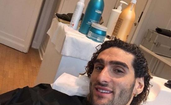 Vì mái tóc xù, Fellaini xây hẳn salon tại gia