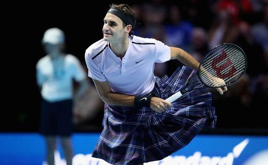 ẢNH: Ngộ nghĩnh Roger Federer mặc váy đối đầu với Andy Murray