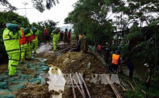 Nhiều khu vực dân cư ở Nghệ An vẫn bị cô lập do mưa lũ