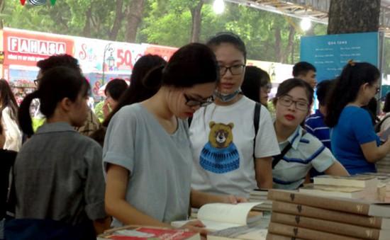 90 gian hàng tham gia Triển lãm - Hội chợ sách quốc tế - Việt Nam 2017