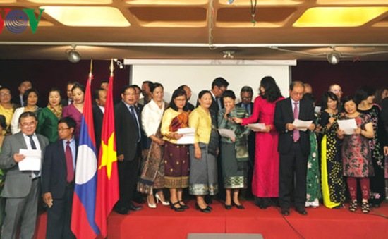 Tưng bừng giao lưu hữu nghị Việt - Lào tại Pháp