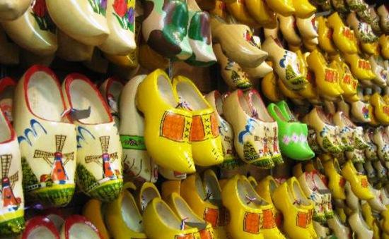 Bảo tồn nghề làm giày gỗ tại Hà Lan