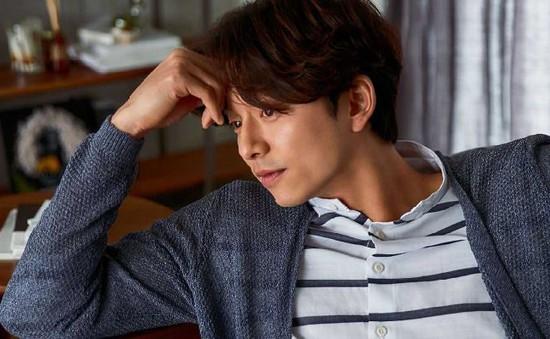 Không cần chải chuốt, Gong Yoo vẫn cực cuốn hút