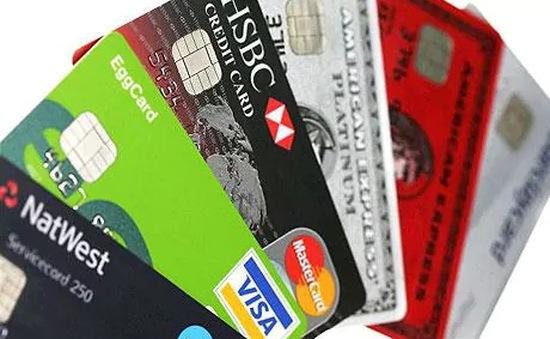 Hạn mức tín dụng tăng ngầm: Người tiêu dùng Anh gánh nợ