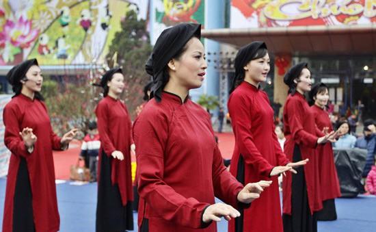 Phục dựng lễ hội diễn xướng, tục lệ hát Xoan cổ