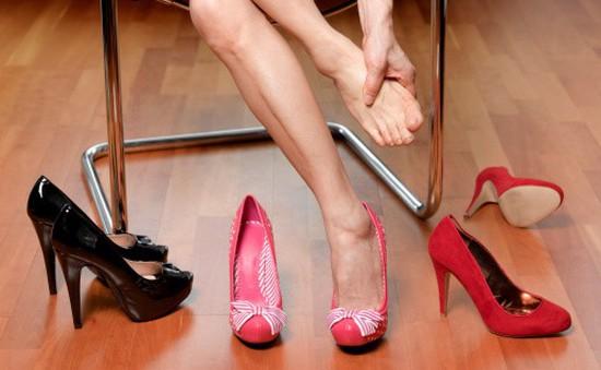 """Mẹo giúp cô nàng """"hợp tác thành công"""" với giày cao gót"""