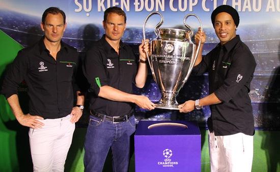 Ronaldinho, anh em De Boer đến Việt Nam