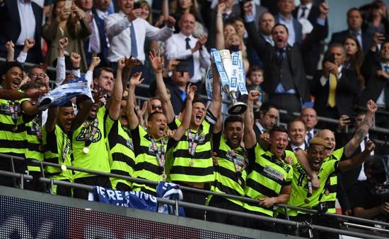 Giành vé lên hạng, Huddersfield nhận quà siêu khủng từ giải Ngoại hạng Anh