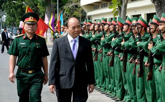 Thủ tướng Nguyễn Xuân Phúc thăm Bộ Chỉ huy quân sự tỉnh Đồng Tháp