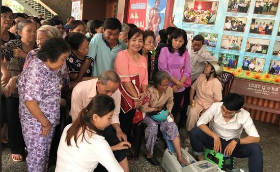 Vinamilk chăm sóc sức khỏe cho gần 2.000 người cao tuổi