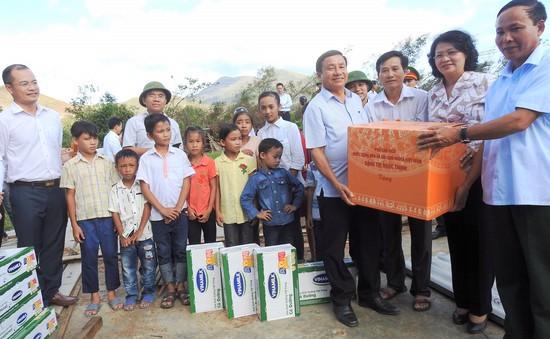 Vinamilk tặng hơn 110.000 hộp sữa cho trẻ em vùng lũ Hà Tĩnh, Quảng Bình