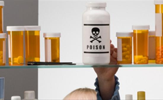 Nhiều trẻ nguy kịch vì uống nhầm hóa chất
