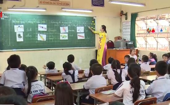 TP.HCM: Áp lực tăng học sinh đè nặng trước thềm năm học mới