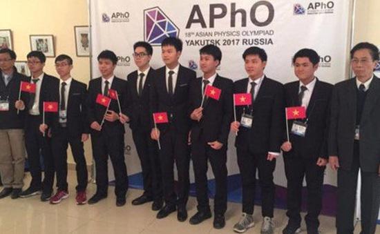 Khen thưởng 2 học sinh đạt giải Olympic Vật lý châu Á