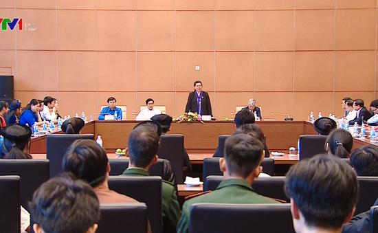 Phó Chủ tịch Quốc hội Tòng Thị Phóng gặp mặt đoàn học sinh, sinh viên dân tộc thiểu số xuất sắc tiêu biểu