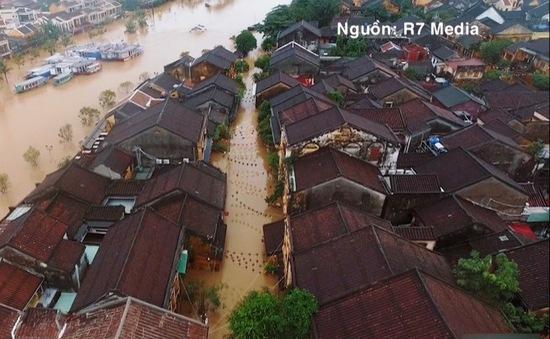 Hội An chìm trong biển nước sau mưa bão