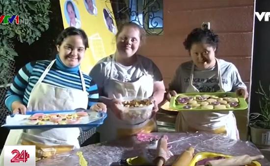 Những phụ nữ mắc hội chứng Down khởi nghiệp từ bánh quy