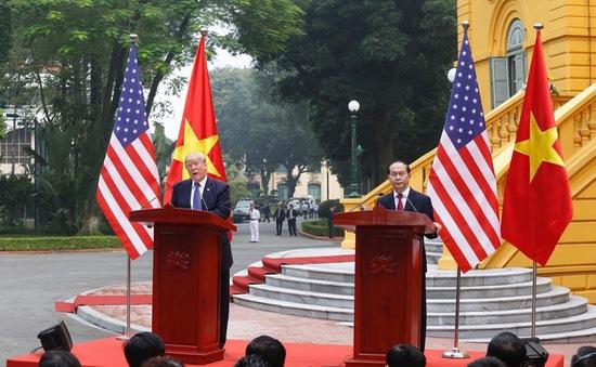 Chủ tịch nước Trần Đại Quang và Tổng thống Hoa Kỳ Donald Trump chủ trì họp báo