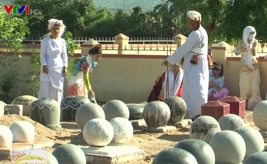 Những hòn đá mang thông điệp về cội nguồn của người Chăm