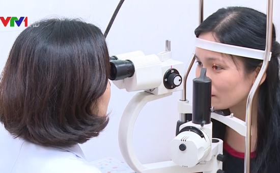 Mắt có thể hỏng khi sử dụng điện thoại ban đêm