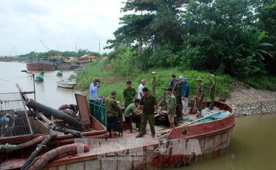Hải Dương: Bắt giữ tàu hút cát trái phép trên sông Thái Bình