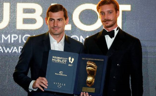 "Vượt qua Ronaldo, Messi, Iker Casillas giành danh hiệu ""Golden foot 2017"""