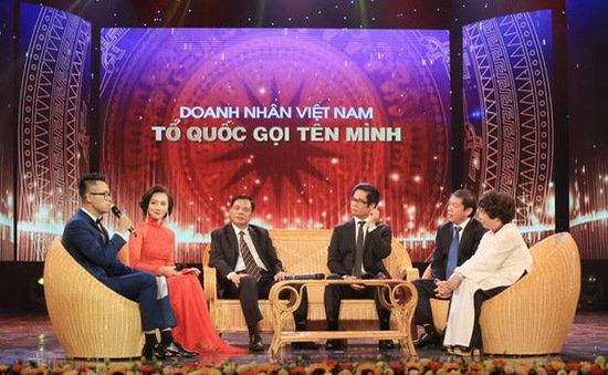 """MC Đức Bảo đối thoại cùng các doanh nhân trong chương trình """"Tổ quốc gọi tên mình"""""""