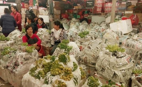 Chợ Long Biên tấp nập những ngày giáp Tết