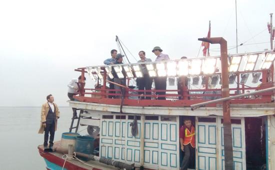 Quảng Trị: Hỗ trợ đèn LED để ngư dân vươn khơi bám biển