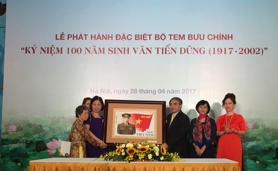 Phát hành đặc biệt bộ tem Kỷ niệm 100 năm sinh Đại tướng Văn Tiến Dũng