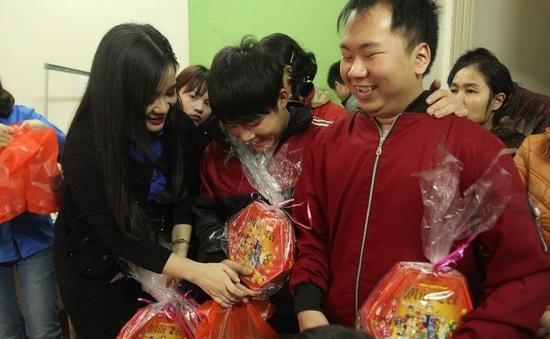Đoàn Thanh niên VTV mang Tết ấm tới trẻ em khuyết tật tại Hà Nội