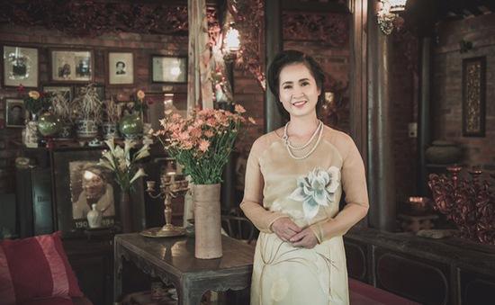 NSND Lan Hương đằm thắm với áo dài truyền thống