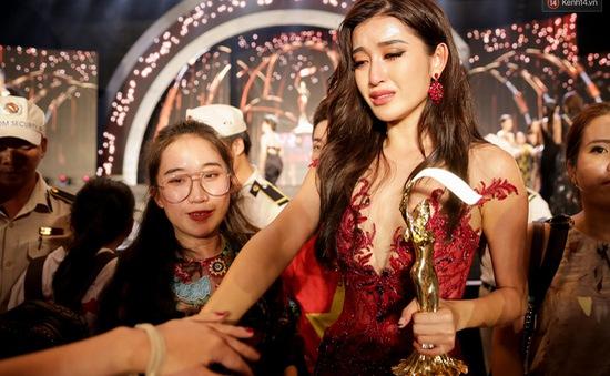 Huyền My khóc nức nở, xin lỗi khán giả vì trượt Top 5 Miss Grand International 2017